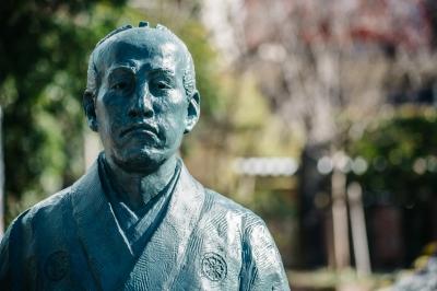 偉人モニュメント(SPOT2)弘道館で学んだ若き日の賢人たち   大隈重信、副島種臣