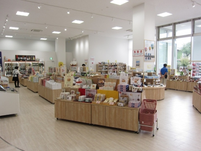 Located on the first floor of Saga Balloon Museum opened in October 2016, Saga Koubou Balloon Museum Store provides Saga's specialties such as sweets, sake, nori seaweed, marine products and crafts. Also, many balloon-related goods are available.