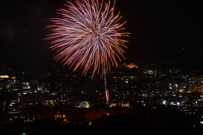 This firework festival is held at the same time as Docchan Festival that takes place in summer in Imari. About 2,500 of beautiful fireworks light up the night sky of Imari.