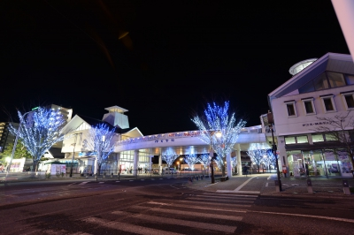 The lights decorating Imari Station Park, Imari Odori Street and the trees along the arcade create dreamy atmosphere in Imari.