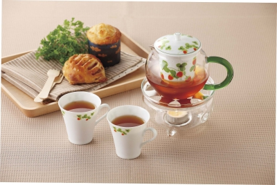 We offer various kinds of original goods such as the cute tea-ware made with pottery and glass, clever kitchen goods to be used with a microwave, coffee filter and etc. Please take a look at our original useful goods that would be helpful in your daily life.