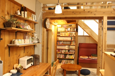 This guesthouse and library was created to collect and conserve manga, mostly consisted of antiques and those with long history, with the purpose of making manga more popular.