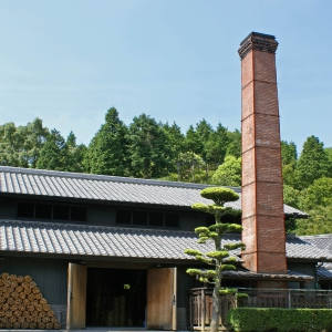 This long-established kiln has been producing a wide range of ceramic ware from traditional Koimari ceramics to what can be used daily. Visit the Koimari museum and join a workshop.