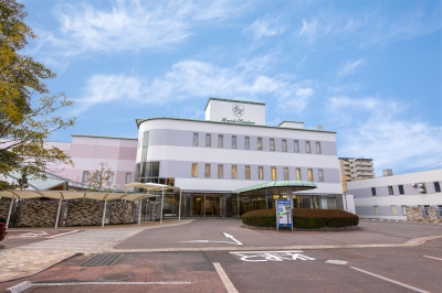 Our hotel can be easily accessed from Saga Station (6 Min walk). Free parking space is open for 250 cars on our site. We have prepared 27 large rooms for our guests. We also have sidewalks with wide sunshades, so that guests can enjoy walking even on rainy days, and designated parking lot in front of the entrance for those with parking permits.