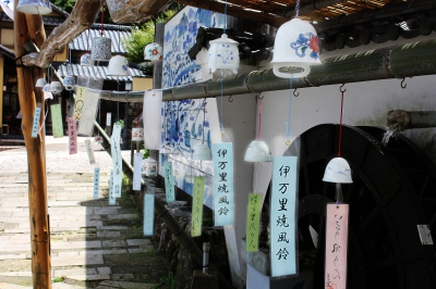 During this festival, the town of Okawachiyama will be filled with sounds of many attractive wind bells produced by the kilns in the area. Boshi (a container used when firing a ceramic) Lantern Festival, scheduled to be held in mid-July, is going to fill the area with fantastic atmosphere.