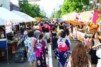 Events such as energetic YOSAKOI SAGA, parades and Sou Odori Dance, heat up the main street of Saga city,