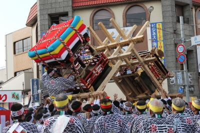 This festival has been held at Imari Shrine since the Edo period, and it is known as one of the three biggest fighting festivals in Japan.