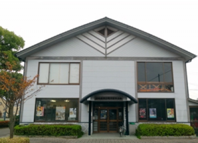 This facility always has a good collection of sightseeing brochures and pamphlets and is providing sightseeing advice to visitors. Its utmost purpose is to preserve the history and culture of Hamatama-machi and hand over Hamasaki Gion Festival to the next generation in cooperation with Yamakasa Promotion Association.