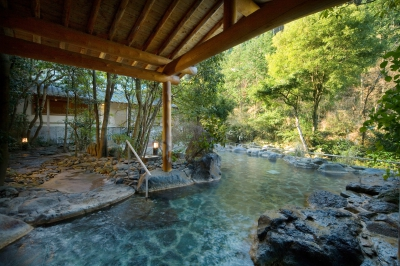Ureshino Hot Spring has a history of 1,300 years. There are many traditional Japanese inns and you can enjoy the distinctive atmosphere and feel the history of the onsen town. It is also known as one of Japan's three major hot springs for beautiful skin.