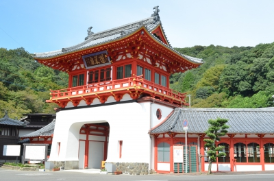 This is a famous Japanese hot spring area with a history of 1,300 years. 