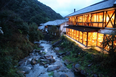 This is a hotel surrounded by nature along the river at the foot of Mt. Shiiba, in Saga of Kyushu. You can hear murmuring of rapids and the sound of wind in valleys. You can see wild nature here as far as the eye can see. Please enjoy