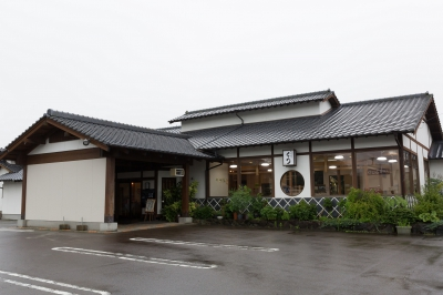 This is a buffet style restaurant where you can enjoy dishes made with vegetables grown locally in Takeo, which is blessed with an abundance of nature. Perfect place to Visit with your family!
