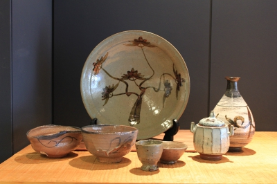 The majority of exhibits available for sale comes from the works of Taroemon Nakazato from Karatsu, Kakiemon Sakai and Imaemon Imaizumi from Arita.  Pieces from Takashi Nakazato, Taki Nakazato, Hanako Nakazato, Chiharu Kumamoto, and other young artists are also on exhibit.