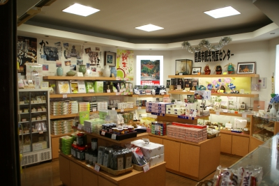 We are located in Hizen Kashima Station offering  Kashima City's special products. Traditional toys, alcohol from local distilleries and other souvenirs distinct to Kashima City are available.