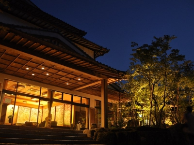 The inn rests on top of a low-lying mountain where guests can overlook the Furuyu hot spring town. 