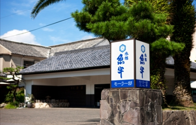 This nostalgic inn is an essential part of the countryside community and welcomes guests who want to come stay in their regular clothes and don't want to feel the need to get all dressed up. The Karatsu dialect speaking staff will welcome you with warm, open arms to relieve you of the stresses of big-city life.