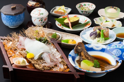 The Japanese cuisine utilizes fresh catches from the Arikake and Genkainada Seas and is then detailed to look magnificently beautiful.   When placing a reservation, please share your preferences and we will do our best to fulfill your every request.