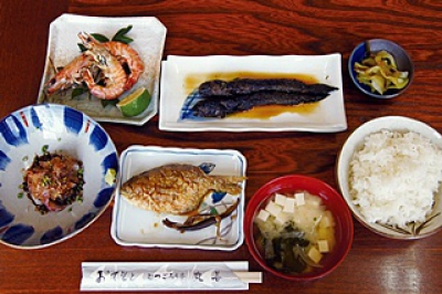 You can enjoy fresh seafood and rare fish caught by the chefs themselves in the Ariake Sea.