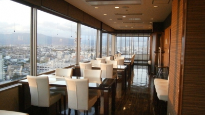 On the top floor of Saga prefectural office, You can take a look at the Saga Heiya, and Ariake sea, you can also enjoy the Saga's local food.