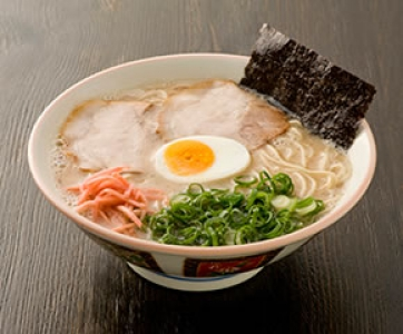 A long standing ramen (Kurume ramen, Pork soup ramen) restaurant. The birthplace of