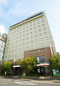 Japanese style and western style restaurants are available in the hotel. This hotel is conveniently located for shopping, leisure and sightseeing. Izakaya (pub), restaurants, souvenir shops, supermarkets and convenient stores are in the vicinity.