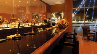 Close to JR Saga Station! Cafe De Paris, the restaurant on the 1st floor of Saga Washington Plaza, offers Saga beef teppan-yaki course and various party courses and is perfect for various occasions. You can also visit here just for some drinks at dinner time.