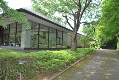 This museum exhibits tools of craftmen that supported history of Arita ware for 400 years. Arita Ware Sanko Kan Museum adjacent to this museum exhibits pieces of pottery excavated from old kiln ruins since it was established.