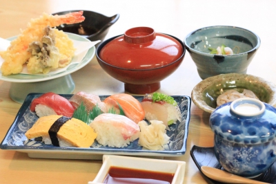 This is a long-established restaurant in Karatsu with a history of over 50 years old. The restaurant provides fish cuisines, in which you can enjoy the true deliciousness of fishes.