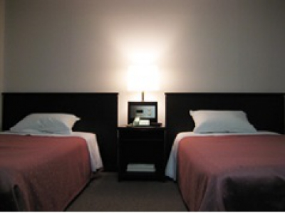 This is a small business hotel with a large bath room. Wifi access and parking are available for free.