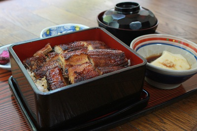 Please enjoy the real eel with a delicious secret sauce that we are proud of.