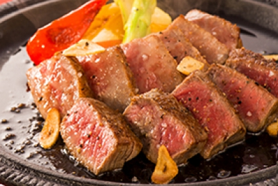 "Caravan is a restaurant filled with a homey atmosphere and any first-time customers can feel relaxed and at-home like repeaters. It was featured in ""Michelin Guide Fukuoka / Saga 2014."" In the Japanese themed modern atmosphere, Saga beef will be cooked on the griddle right in front of you."