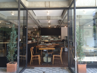 This cafe provides dishes made with vegetables delivered from the nearby farms and pesticide-free rice. They also offer a variety of desserts and drinks. You can enjoy some peaceful time in a relaxing atmosphere.