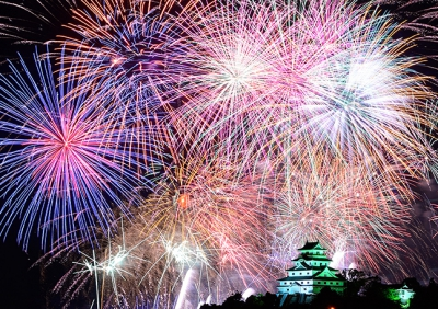 This firework festival is one of the main summer events in Karatsu City, Saga. Approximately six thousand fireworks will be in the sky while more than two hundred thousand visitors come and watch. The climax is 2-feet fireworks and set fireworks called Niagara fall. The big and gorgeous fireworks shot off with Karatsu Castle in the background, decorate the summer sky.