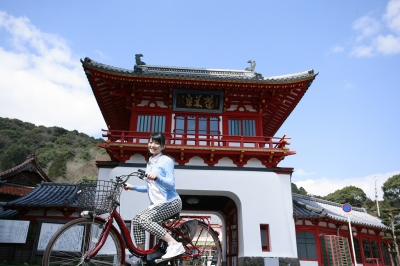 Takeo is full of great nature, history, and delicious food,why don't you enjoy the sightseeing in Takeo easily with a bicycle with electric assist?