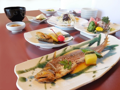 At the room where you can overlook the Chikugo River, You can enjoy Japanese dishes of fresh fish delivered everyday from the market.