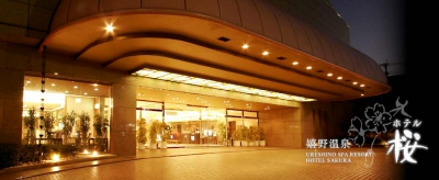 Walking into the lobby, the first thing guests would notice is the atrium lobby where the bright natural light shines in from the top. One of the main attractions is