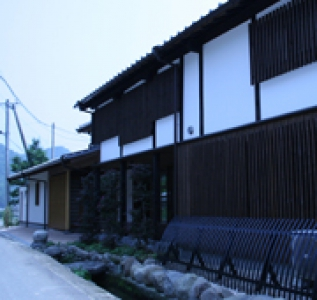 "This brewery is located in Nogomikyo area, which is often compared to a famous beautiful tourist spot called Yabakei. Surrounded by the beautiful nature, the brewery is producing sake from the rice delivered from a local contract farm. ""Earning trust from customers"" is the greatest goal of this small brewery."