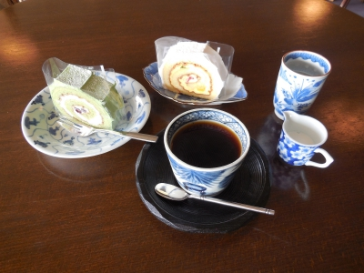 You can enjoy foods and drinks served in Arita ware. The Cake Set is served in the valuable Old Imari ware owned by The Kyushu Ceramic Museum.