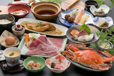 Enjoy the delicious meals with Takezaki crabs, a specialty of the Ariake Sea , and other fresh seafood. This hotel is also known for its wide collection of sake from various regions of Saga Prefecture. It is highly recommended to order 90-min all-you-can-drink (free refill) with a sake dispenser, which was installed for the first time in Kyushu.
