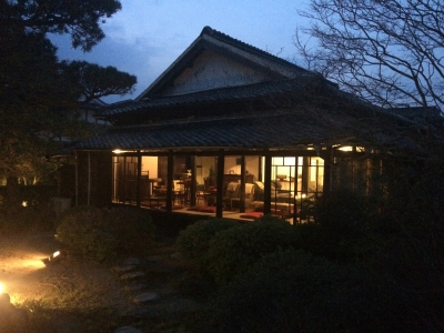 LINCOTTO is a café/dining residing in a renovated 250-year-old house. Here you can enjoy fresh pasta for lunch, pancake for tea time, and  fine dishes and wine for dinner.  Their fresh sparkling wine is popular♪